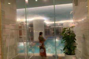 Hà Nội: Bé gái đuối nước tại bể bơi trong khách sạn