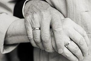 Hơn 20 năm chăm vợ ốm, không một lời oán thán: Cổ tích giữa đời thường!