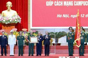Trao Huân chương Sao Vàng cho lực lượng chuyên gia Việt giúp Campuchia