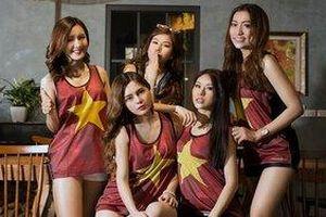 Dàn hot girl World Cup chụp ảnh kỷ niệm, còn ai nhớ Trâm Anh?