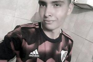 Dùng ngực cản 11m, thủ môn Argentina đột tử ngay tại sân