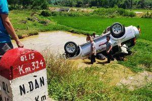 Lật ô tô 7 chỗ, tài xế tử vong thương tâm ở Nghệ An