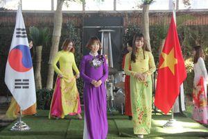 Cô dâu Việt cần chủ động trang bị kỹ năng sống khi lấy chồng Hàn Quốc