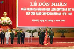 Trao Huân chương Sao Vàng cho lực lượng chuyên gia giúp Campuchia