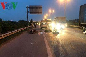 Truy tìm phương tiện gây tai nạn chết người gần cầu Thanh Trì