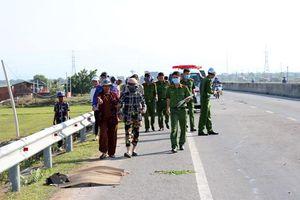 Truy tìm tài xế ô tô tông chết người đàn ông đi bộ trên quốc lộ rồi bỏ chạy ở Ninh Thuận