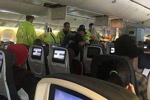 Hành khách bị hất tung lên trần khi máy bay vào vùng nhiễu động