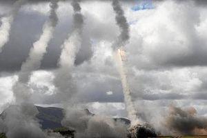 Xem quân đội Mỹ khai hỏa rợp trời pháo phản lực HIMARS ở Australia