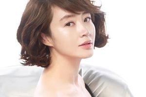 'Chị đại' Kim Hye Soo phải ở nhà cũ nát vì mẹ nợ nần, cờ bạc