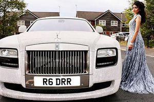 Nữ sinh 16 tuổi cưỡi Rolls-Royce đính 4 triệu viên pha lê