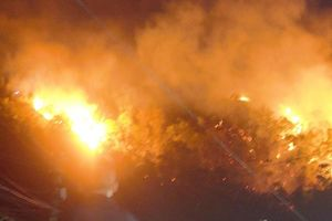 Núi Bà Hỏa phát hỏa lúc đêm khuya hàng trăm hộ dân bị uy hiếp