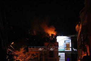 Dập tắt vụ cháy rừng trên núi Bà Hỏa giữa lòng thành phố Quy Nhơn (Bình Định)