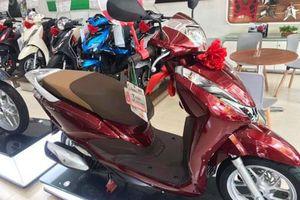 Ảnh thực tế Honda Lead 125cc mới, lô-gô cách điệu, trang bị cao cấp