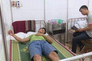Cán bộ kiểm lâm Quảng Bình nhập viện cấp cứu vì... 'lâm tặc' cầm gạch đánh