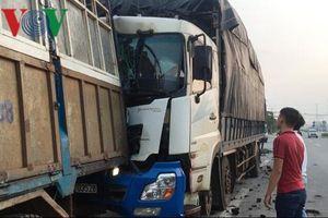 Cái chết thương tâm của tài xế xe tải khi dừng lại sửa xe