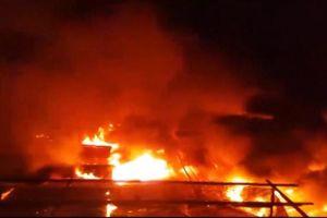 Hỏa hoạn thiêu rụi nhiều cửa hàng gây thiệt hại hàng tỉ đồng