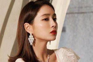 Phong cách thời trang nổi bật ở tuổi U40 của vợ Lee Byung Hun