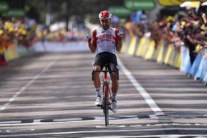 Tour de France: De Gendt thắng chặng 8, bị tố núp gió xe mô tô, Alaphilippe vẫn tái chiếm Áo vàng