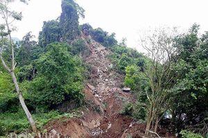 Đang ngủ, 3 người trong một gia đình bị núi lở vùi lấp trong tích tắc