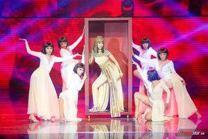 Hát hit Đông Nhi, 'nữ hoàng Ai Cập' Bích Tuyết mang cả trăn 'siêu to khổng lồ' lên sân khấu The Vocie 2019