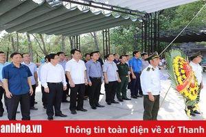 Đoàn đại biểu tỉnh Thanh Hóa viếng Đại tướng Võ Nguyên Giáp và các anh hùng liệt sĩ tại các nghĩa trang tỉnh Quảng Bình và Quảng Trị