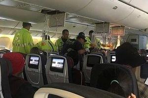Máy bay vào vùng nhiễu động, hơn 30 hành khách bị thương