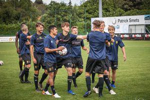 Công Phượng cười tươi hết cỡ khi bắt đầu tập luyện ở Sint-Truidense