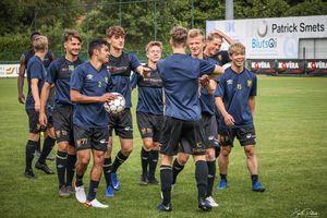 Đến Sint Truidense đúng ngày đại thắng, Công Phượng cười rạng rỡ bên đồng đội mới