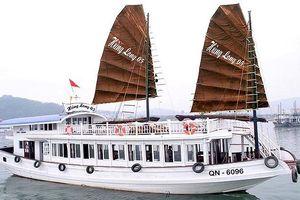 Quảng Ninh: Thuyền viên sử dụng camera điện thoại quay lén khách du lịch trong nhà vệ sinh của tàu