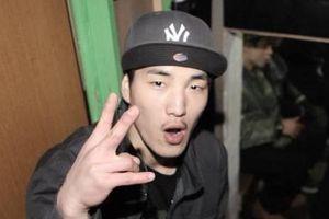 Rapper Hàn xin lỗi vì miệt thị BTS 'trang điểm giống con gái'