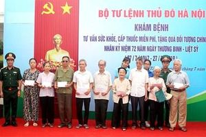 Bộ tư lệnh Thủ đô Hà Nội tặng quà, khám bệnh, cấp thuốc miễn phí tại huyện Đan Phượng