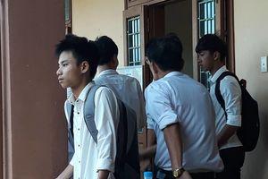 Ngỡ ngàng với số điểm của nam sinh Quảng Trị nén nỗi đau mất cha dự thi THPT quốc gia