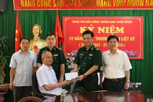 Tặng quà tại Trung tâm Điều dưỡng thương binh Thuận Thành và Lạng Giang