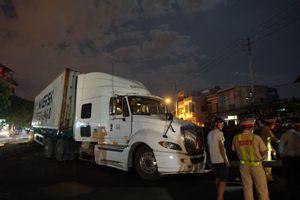 Xe đầu kéo nổ lốp tông xe máy ở Đà Nẵng, bé trai 4 tuổi tử vong