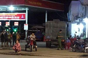 Nhân viên cây xăng bị đâm chết vì không cho khách nợ tiền