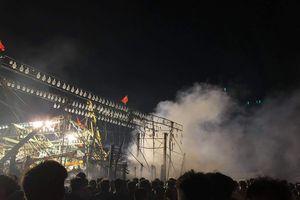 Tàu cá ngư dân Nghệ An đột ngột bốc cháy trong đêm