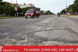 Ổ gà, ổ vịt chằng chịt trên nhiều tuyến đường ở TP Hà Tĩnh