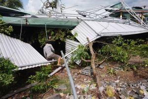 Long An: Người dân khốn đốn vì mưa to gió lớn
