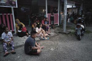 Động đất cường độ 7,3 tại Indonesia: Sơ tán khẩn cấp hàng trăm người