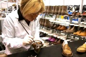 Clip: Ngắm nhìn quy trình tạo ra một đôi giày Gucci nam