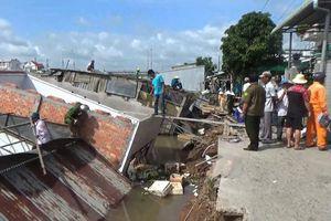 Đồng Tháp: Sạt lở khiến 5 căn nhà đổ sập lúc rạng sáng