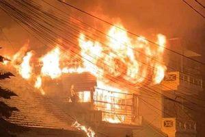 Cháy dữ dội tại ngôi nhà 3 tầng ở Sa Pa, hơn 10 người kịp thời tháo chạy