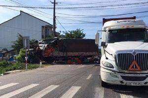 Ô tô tải húc đuôi xe đầu kéo trên QL1, tài xế thoát chết trong gang tấc