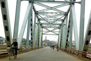 Chi hàng chục tỷ đồng để sửa chữa mặt cầu Yên Bái