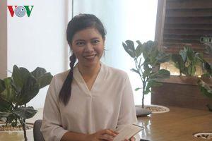 Hành trình trở thành thủ khoa của cô gái Thái Lan giao tiếp bằng tay