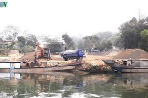 Thừa Thiên Huế tìm vật liệu thay thế cát sỏi lòng sông đã cạn kiệt