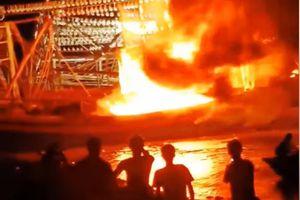 Tàu từ Hoàng Sa vừa trở về bị cháy
