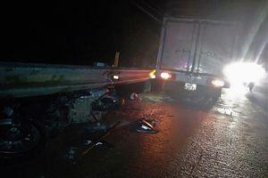 Xe tải tông nát xe máy trên Quốc lộ 20