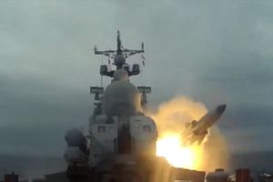 Xem Nga phóng tên lửa siêu thanh đầy uy lực ở Biển Nhật Bản