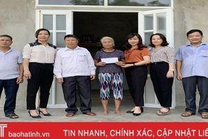 MTTQ tỉnh Hà Tỉnh hỗ trợ 2 hộ nghèo bị 'bà hỏa' thiêu rụi nhà